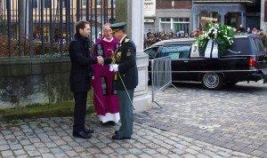 Der Trauerfeier wohnte auch ein Vertreter des Königshauser bei. Foto: Gerd Comouth