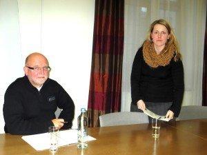 Ministerin Isabelle Weykmans und ihr Berater Guido Thomé bei der Pressekonferenz in Sachen E-Mail. Foto: OD