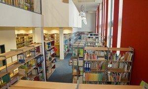 Die Mediothek bietet rund 50.000 Medien an und ist das Herzstück des neuen Hochschulbaus. Foto: Christian Willems