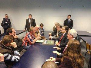 Erwin Schöpges (3.v.l.) im Oktober 2013 im Gespräch mit dem Präsidenten der EU-Kommission, José Manuel Barroso (3.v.r) in Lüttich. Foto: OD