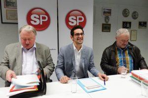 Antonios Antoniadis (Bildmitte, hier mit Karl-Heinz Lambertz und Edmund Stoffels) bei einer Pressekonferenz der SP. Foto: OD