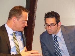 Ein neuer Ministerpräsident und ein neuer Minister: Oliver Paasch (links) im Gespräch mit Antonios Antoniadis. Foto: OD