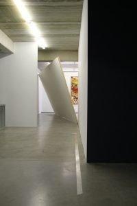 Schräge Wände, an denen man sich vorbeischlängeln muss. Foto: ikob