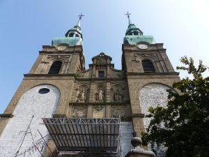 Die Türme der Eupener St. Nikolaus-Pfarrkirche. Foto: OD