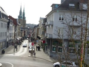 Blick auf die Klosterstraße in Eupen (vom Sitzungssaal des Rathauses aus). Foto: OD