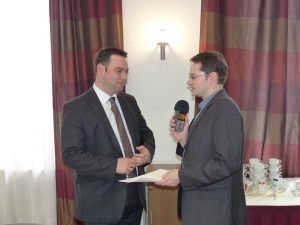 Bildungsminister Harald Mollers (links, hier beim Interview mit BRF-Redakteur Olivier Krickel. Foto: OD