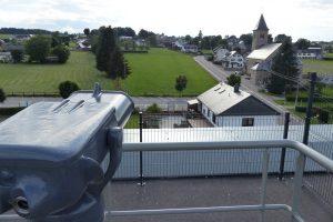 Von hier aus hat man einen herrlichen Ausblick auf die Ortschaft Born - mit oder ohne Fernrohr. Foto: OD