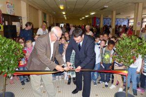 Unterrichtsminister Harald Mollers (rechts, hier beim Besuch des Athenäums César Franck in Kelmis mit Schulleiter Marcel Strougmayer). Foto: OD