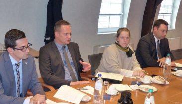 Die DG-Minister am Sitz des Ministerpräsidenten in Eupen. Foto: OD