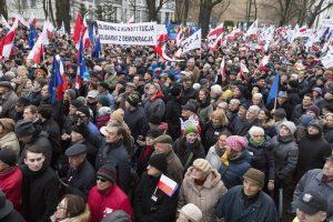 Kundgebung für die Verteidigung der demokratischen Grundrechte in der polnischen Hauptstadt Warschau im Dezember 2015. Foto: Shutterstock