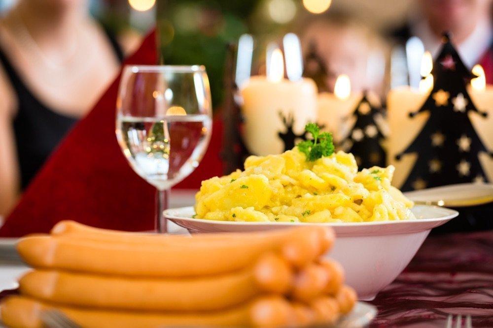 was gibt es bei ihnen an heiligabend zu essen viele deutsche bevorzugen bockwurst mit. Black Bedroom Furniture Sets. Home Design Ideas