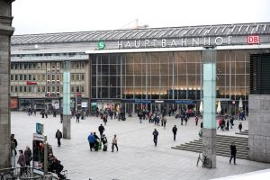 Vor dem Kölner Hauptbahnhof kam es in der Silvesternacht zu den Übergriffen auf Frauen. Foto: Shutterstock