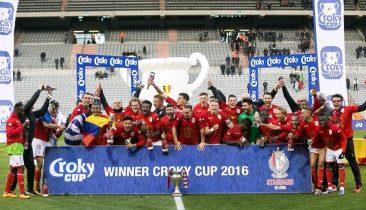 Die Spieler von Standard Lüttich feiern am 20. März 2016 ihren Pokalsieg. Foto: Belga