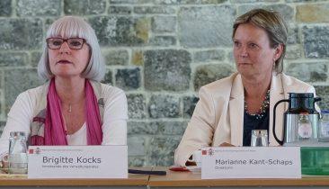 Juni 2014: Brigitte Kocks (links), Vorsitzende des Verwaltungsrates, und Direktorin Marianne Kant-Schaps. Foto: OD