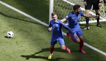 Anton Griezmann (links) und Olivier Giroud jubeln, Frankreich steht im Viertelfinale. Foto: epa