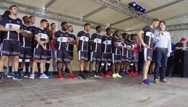 Die Mannschaft der AS Eupen am Samstag bei der offiziellen Saisoneröffnung. Foto: Gerd Comouth