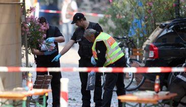 Ermittler der Polizei arbeiten am Tatort des Bombenanschlags in Ansbach (Bayern). Foto: dpa
