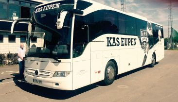 Eine Vorderansicht vom Mannschaftsbus der AS Eupen. Foto: Manel Exposito