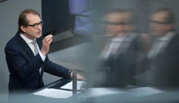 Der deutsche Verkehrsminister Alexander Dobrindt (CSU) im Deutschen Bundestag. Foto: dpa