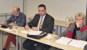 An der Vorstellung der ersten Ergebnisse der DG beim PISA-Test nahm auch Bildungsminister Harald Mollers (Bildmitte) teil. Foto: OD