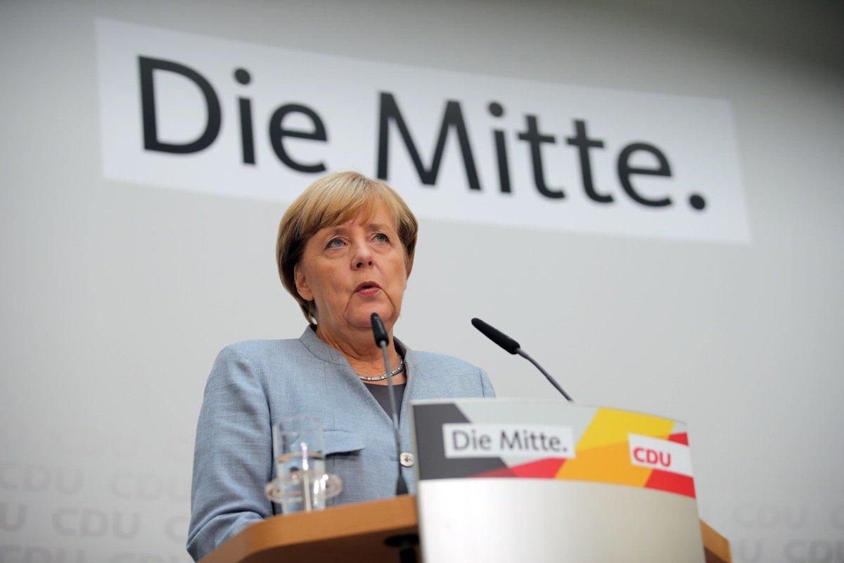 Deutschland Nach Der Wahl Merkel Buhlt Um SPD Eklat Bei Der AfD