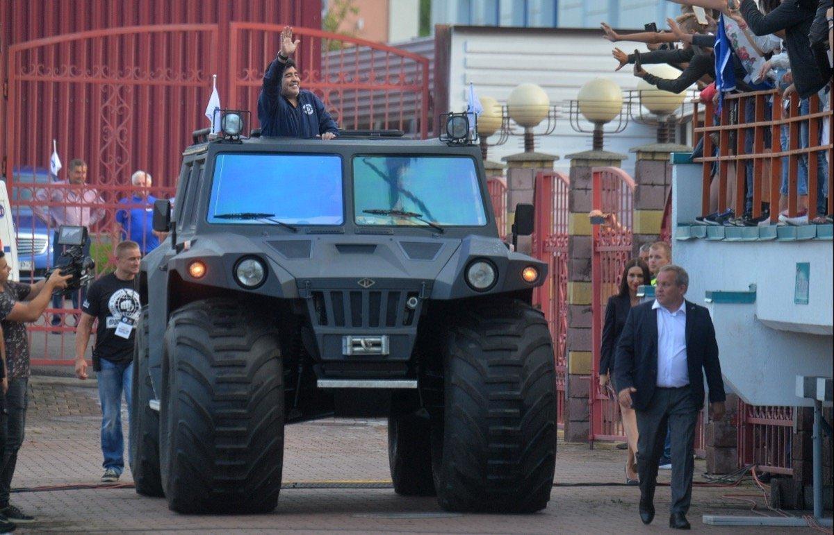 Im Panzerwagen in Weißrussland: Maradona sorgt wieder für Wirbel ...