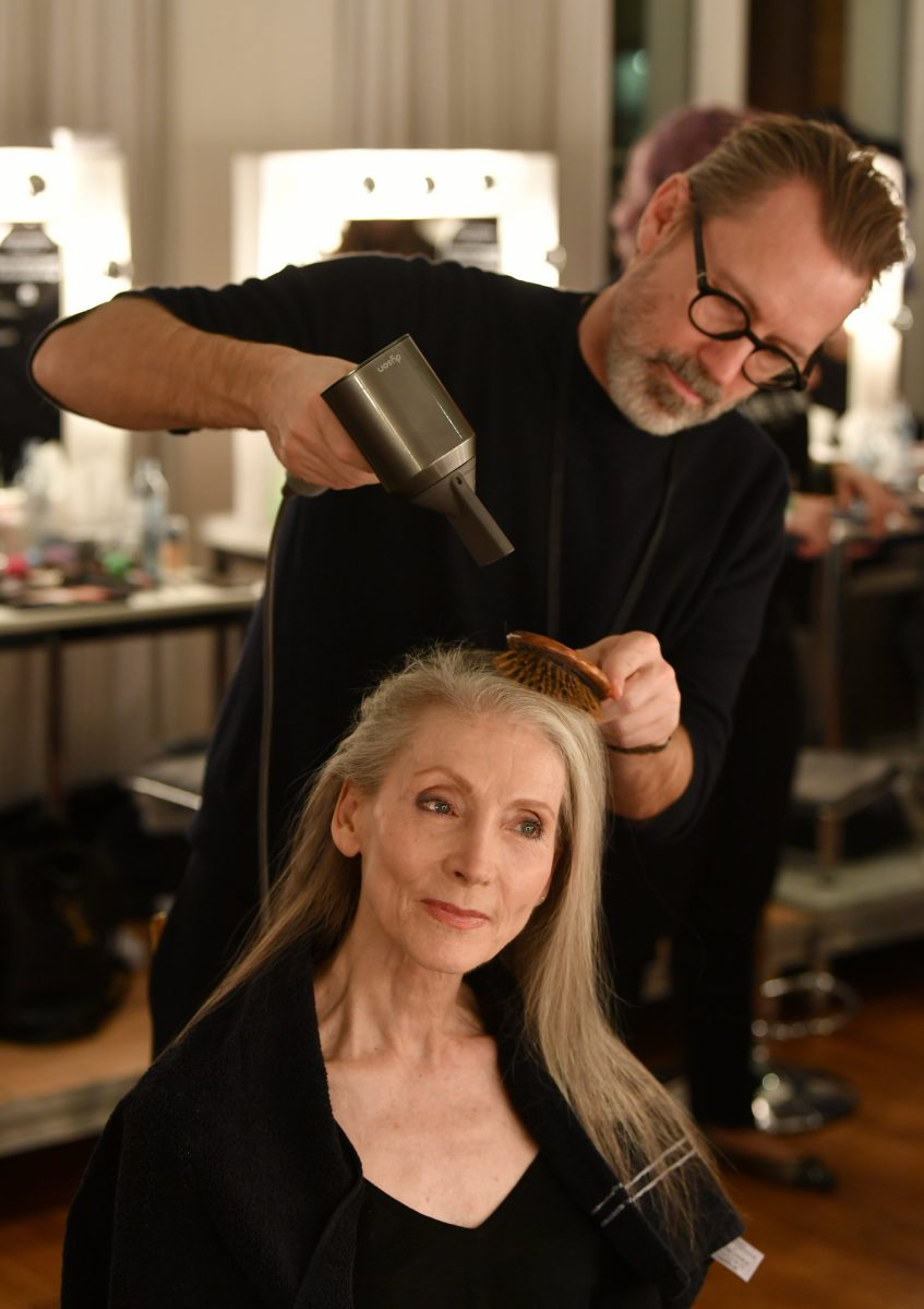 Stehen haaren zu grauen Graue Haare:
